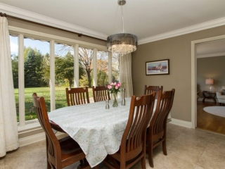 Sample dining room image by Paula Kennedy of Purple Door Creative